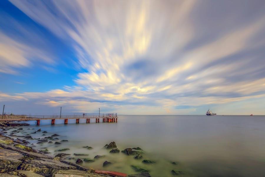 by Veli Toluay - City,  Street & Park  Vistas ( doğal ışık, halka açık, umut, fotoğraf, dalgalar, fırtına, manzaralar, deniz, mavi, sarı, skies, gün batımı, uzun pozlama, bulutlar )