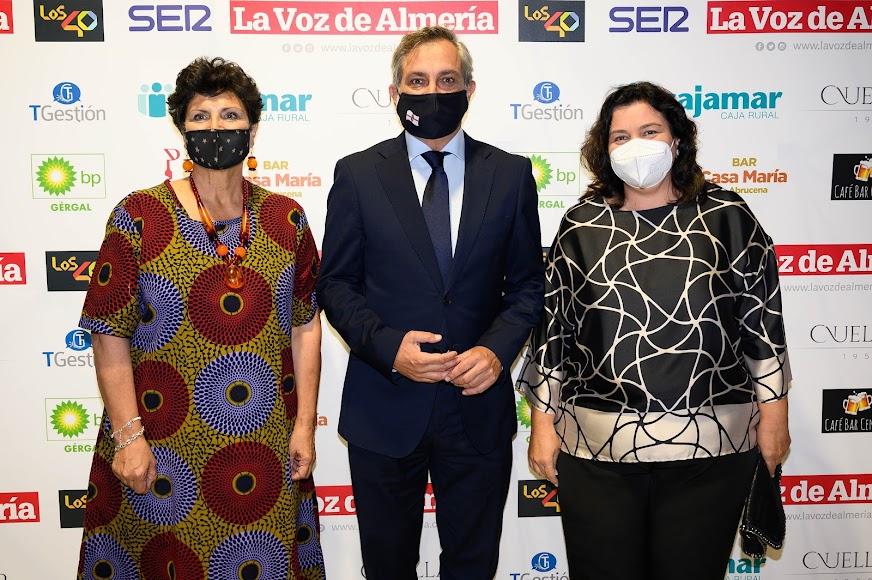 La diputada de Iniciativas Europeas, Carmen Navarro; el vicepresidente de la Diputación Provincial, Ángel Escobar; y la diputada del PFEA, Matilde Díaz.