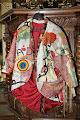 Photo: De jas van Jozef, gemaakt door de eerste groep van het VrouwenMantelproject