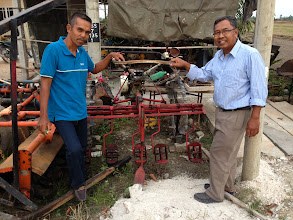 Photo: Locals displaying the row weeder, Malaysia