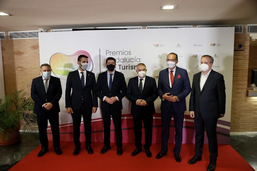 El Ayuntamiento de Almería estuvo representado en la gala.