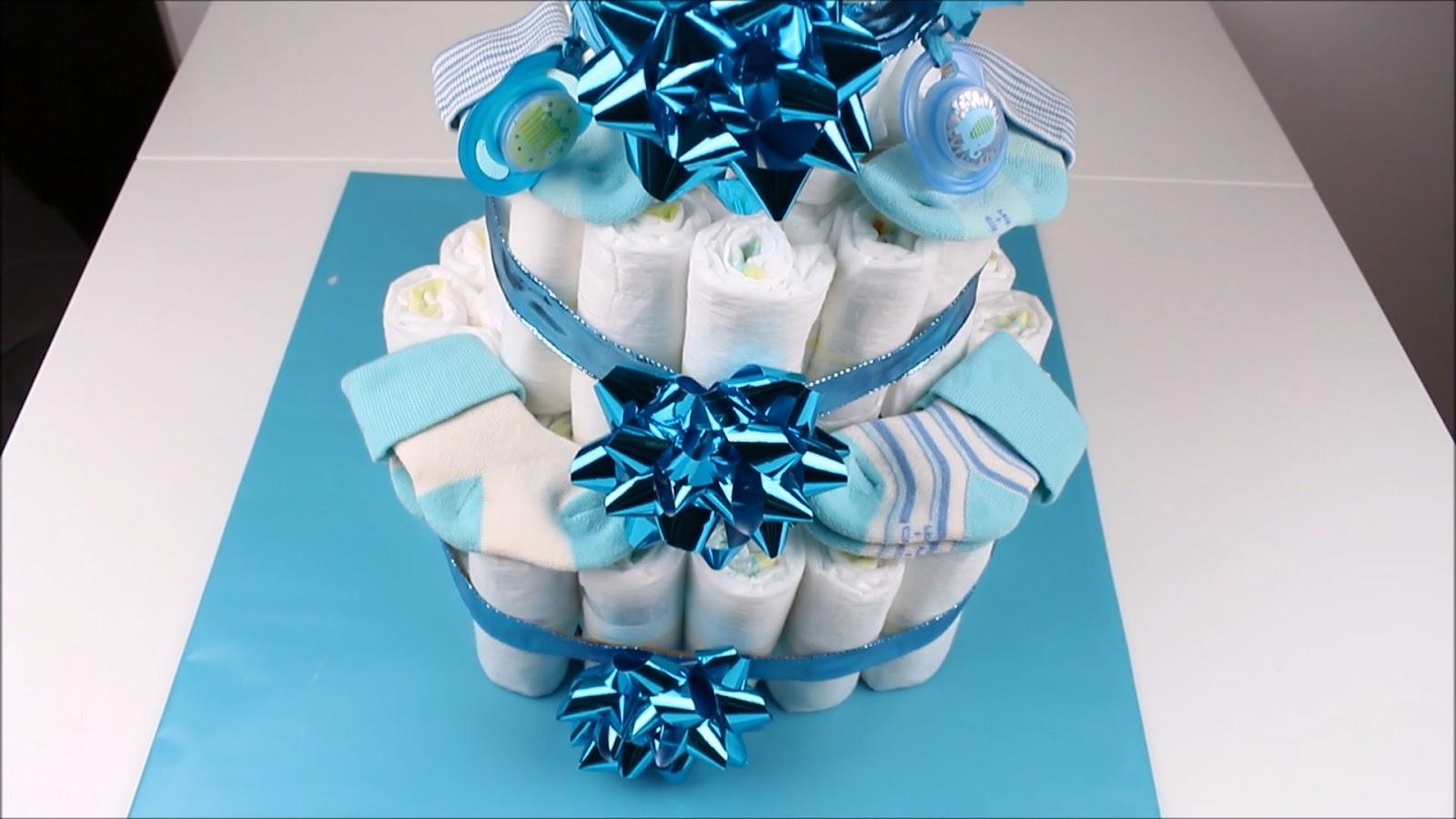 Windeltorte verzieren mit kleinen Geschenken