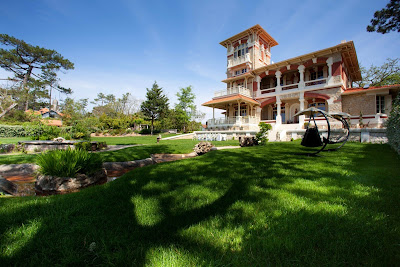 A Premier Villa Tucked in a Serene Cove of Bordeaux