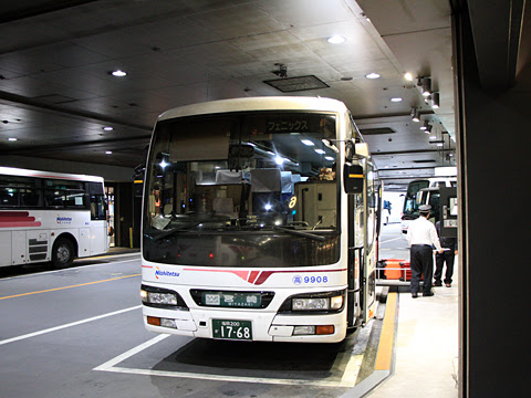 西鉄「フェニックス号」 9908 西鉄天神高速バスターミナル改札中