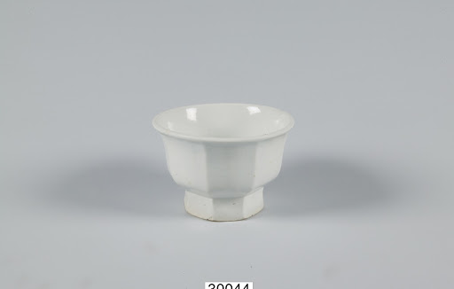 White Porcelain Vessel for Containing Grass and Sand in Underglaze Cobalt Blue
