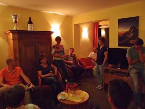 Photo: Nienke doet het verhaal van vrijdag, met Jacquelien als presentatrice.