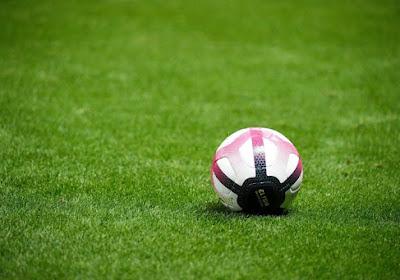 🎥 Une joueuse prend un carton rouge ridicule après avoir confondu football et football américain