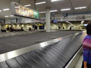 Photo: こない・・・スーツケース壊れてた人もいたし。大丈夫かい?