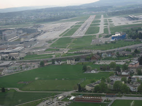 Photo: Turning final for runway 28 at Zurich