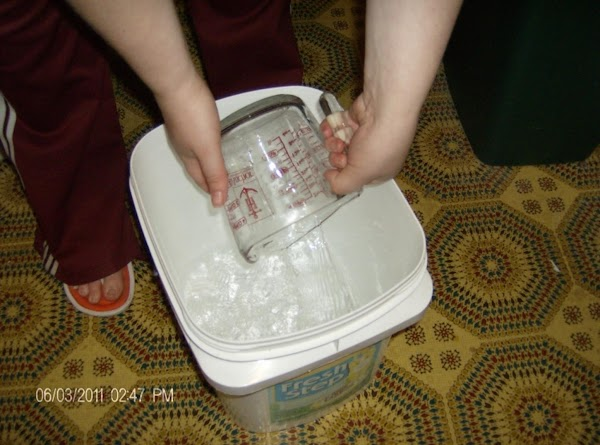 In a large bucket (must have lid) add 4 cups of hot water.