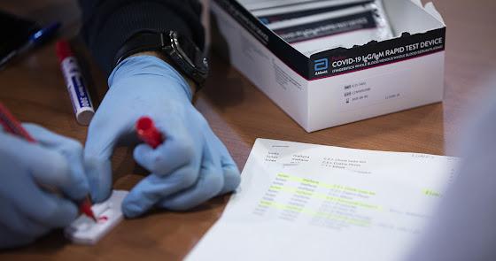 El coronavirus se desborda en Almería: 655 positivos en un día y 3 fallecidos