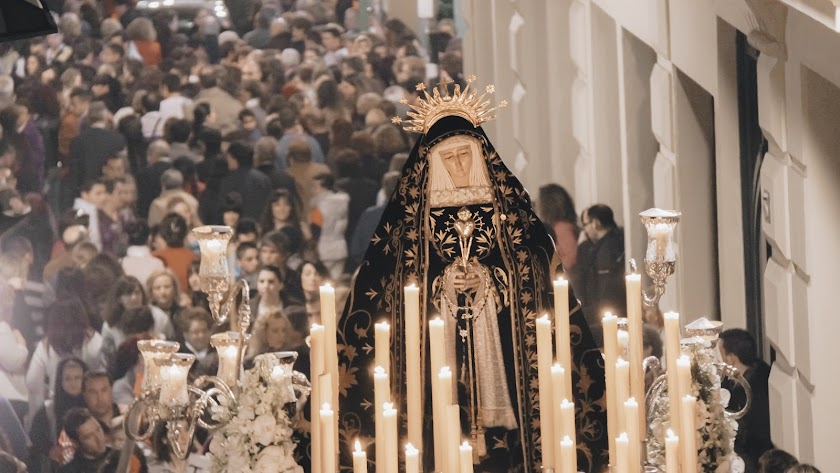 La Soledad, seguida de Almería, por Daniel Pérez.