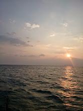 Photo: 予報よりはるかに高い波の為、島影でのジギングです。