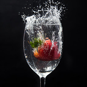 Red and splash by Rajesh Loganathan - Food & Drink Fruits & Vegetables ( water, red, tomato, splash, motion, strawberry )