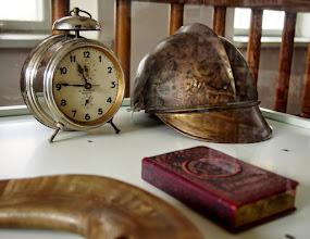 Photo: Lietuviškas laikrodis ir gaisrininko šalmas Kėdainių daugiakultūriame centre.