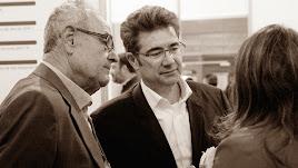 El empresario José Miguel García (en el centro) junto a Domingo Haro, su bodeguero en Cuevas.