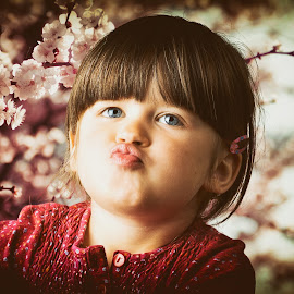 Kiss me mamy by Charles Paulus - Babies & Children Child Portraits