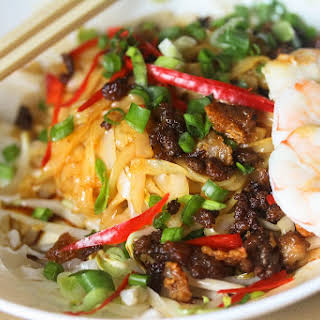 Dry Hor Fun (flat rice noodles) with Minced Pork.