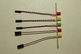 Photo: Placa dos leds Led amarelo para o sinal CLIP do TDA1 Led vermelho para o sinal DIAG do TDA1 Led verde indicando que a fonte está ligada Led amarelo para o sinal CLIP do TDA2 Led vermelho para o sinal DIAG do TDA2