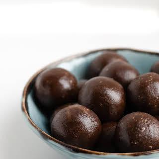 Chocolate & Peanut Butter Energy Bites.