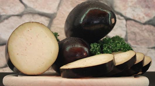 Berenjena rellena de huevo y pavo a la naranja: nuestro menú para este jueves