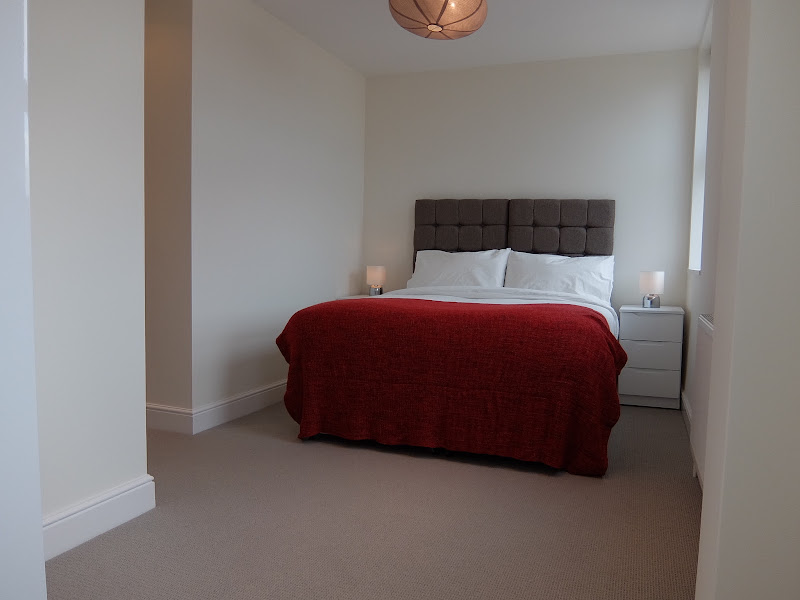 5-master-bedroom-3-lights-twickenham
