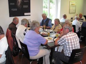 Photo: Beim Mittagessen