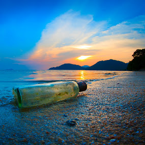 Bottle by the beach by Izham Khalid - Landscapes Sunsets & Sunrises ( sands, sunset, wave, seascape, beach )