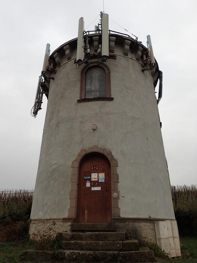 La tour du Hornstein, elle est plus belle de loin