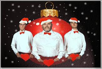 Photo: 2003 10 21 - F 02 07 14 408 d1 w - D 034 - Drei Männer feiern Weihnachten