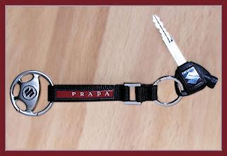 Photo: zum Hochzeitstag bekam ich diesen schönen Schlüsselanhänger von PRADA