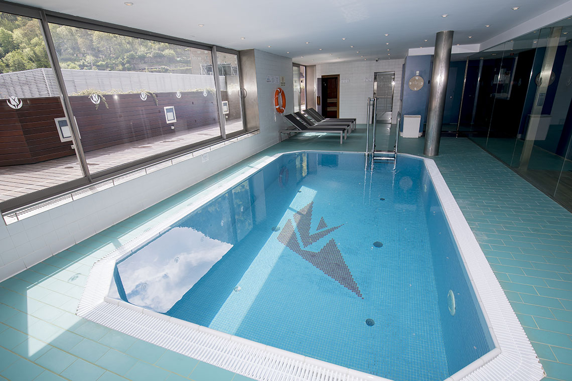 Spa with water area, pool and sauna