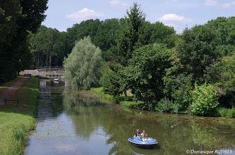 Photo: Balade en bateau électrique. La petite ville de Briare, à la croisée de 3 canaux est également le lieu idéal pour profiter des bords de Loire.