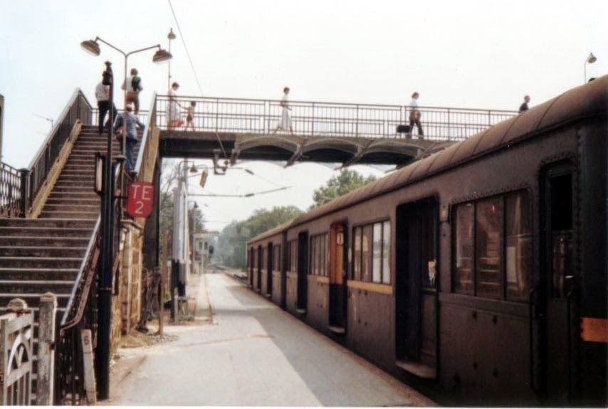 Photo: ヴィル・ダヴレイの駅 (1977年) 『シベールの日曜日』 http://goo.gl/QY1gi 陸橋の形は映画とは別。