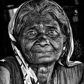 Glowing Old Age by Ritwik Ray - People Portraits of Women ( portrait, people, women, lifestyle, old woman,  )