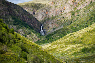 Photo: A side valley from Grimsdalen, Dovre mountains, with the waterfall Fallfossen.