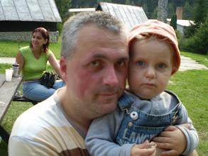 Photo: Papaj, Tomik, aby Ti to nezjedol tatik