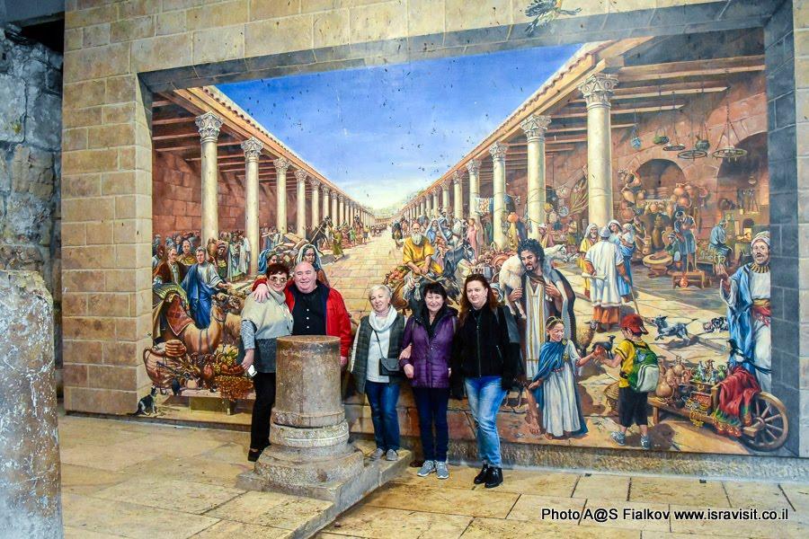 Фреска с изображением римской улицы Кардо в Иерусалиме. На экскурсии по Иерусалиму.