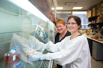 Photo: A/Prof Margaret Hibbs and Dr Mhairi Maxwell. http://www.med.monash.edu.au/immunology/research/leukocyte-lab.html