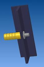 Photo: ajouter le montant et une rondelle le perçage du montant sera plus gros que la vis de 1 a 1.5mm  pour accepter l'allongement du montant