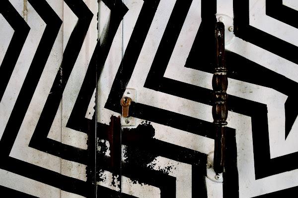 Lock in black and white di adimar