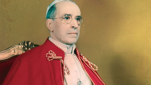 Pope Francis praises predecessor Pius XII for 'risking his neck' to save Jews