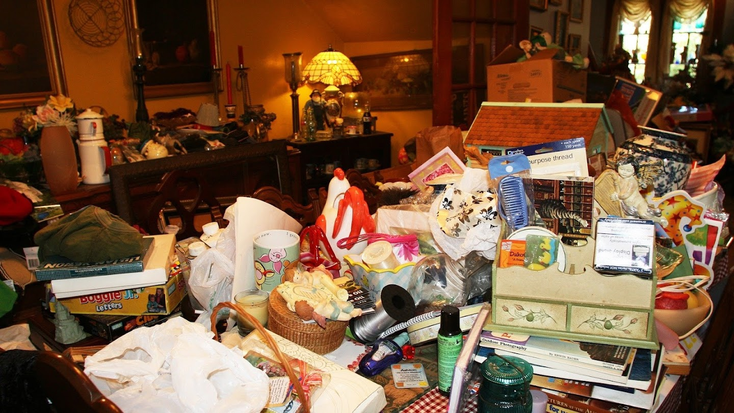Hoarders: Buried Alive