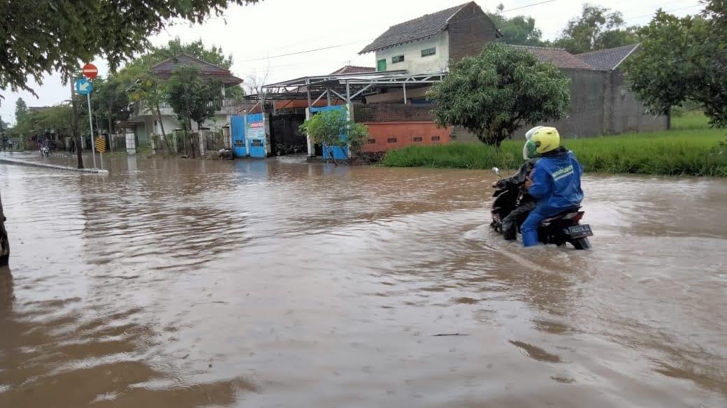 Banjir Genangi Ruas Jalan di Sukomoro, Magetan
