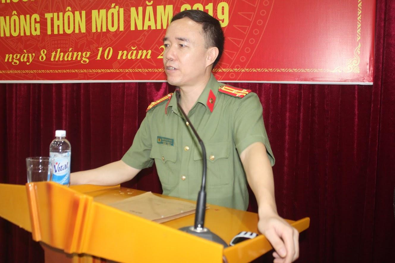 Lãnh đạo Phòng Xây dựng Phong trào bảo vệ ANTQ truyền đạt nội dung tập huấn