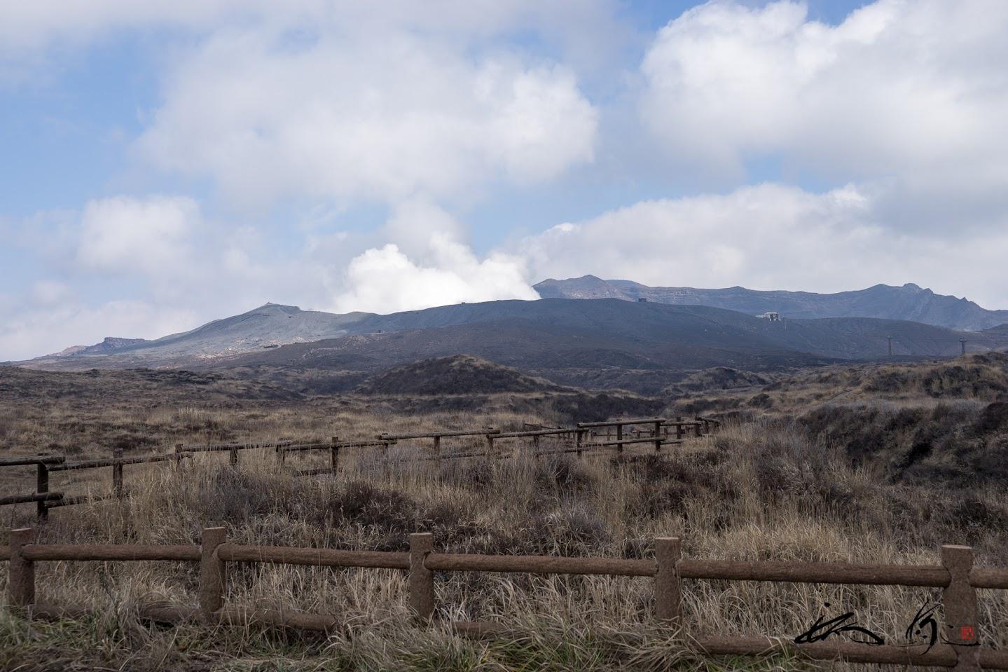 阿蘇山火口から上る煙