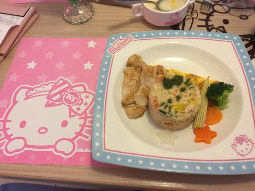 南洋海鮮義大利麵、奶油雞肉烘蛋燉飯好吃