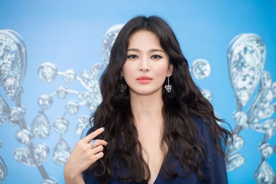 18131010-monaco-song-hye-kyo-1_cover_2000x1333