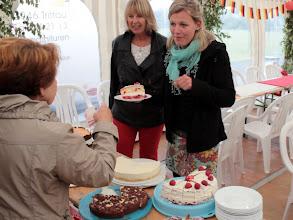Photo: Großensee-Fest 2014. Die Damen Kindergarten Großensee verkauften selbstgebackene Torten und Kuchen für einen guten Zweck.