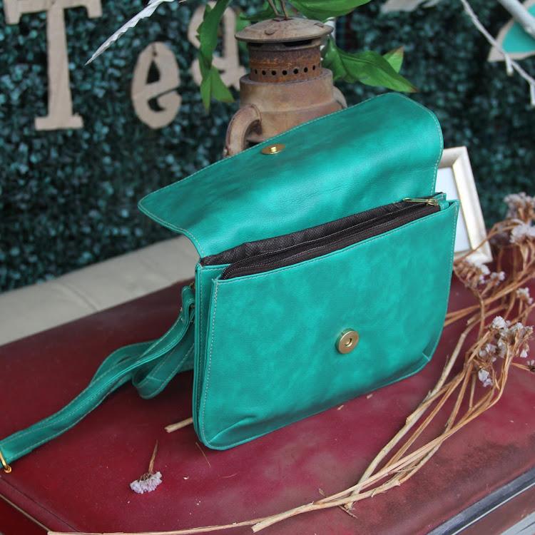 Green Sling Bag by Le Tea Boutique